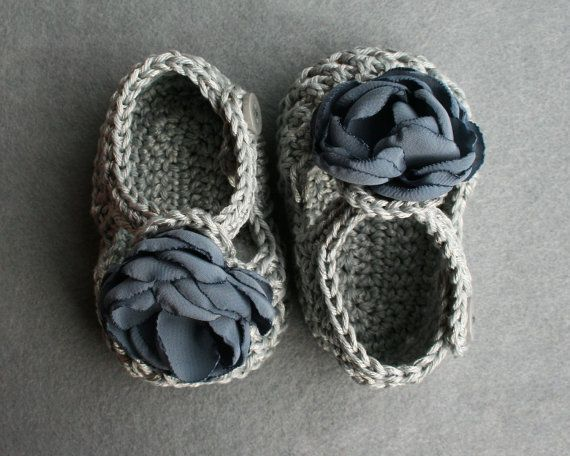 Crochet Baby Booties in cotton and polyester by atelierbagatela, €19.00