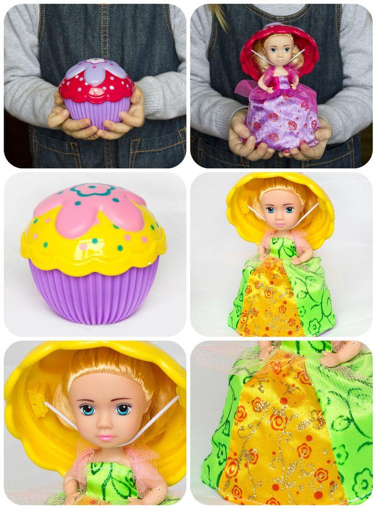 Кукла-капкейк обязательно понравится вашей девочке! Красочный ароматный капкейк простым движением превращается в симпатичную куколку в нарядном платье, а крышечка – в элегантную шляпку! В набор входит раческа, с помощью которой можно делать множество причесок! Уникальными и необычными кукол делает приятный аромат! У каждой куколки он свой: виноград, малина, черника, шоколад!