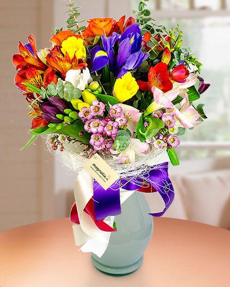 Explozie de culori cu flori de primavara.  Spring flower bouquet