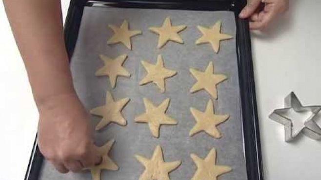 Yıldız Kurabiyeler Tarifi - yıldız kurabiyeler nasıl yapılır? yıldız kurabiyeler tarifi videolu, yıldız kurabiyeler yapımı, yıldız kurabiyeler yapılışı, malzemeler ve diğer binlerce pratik yemek tarifleri
