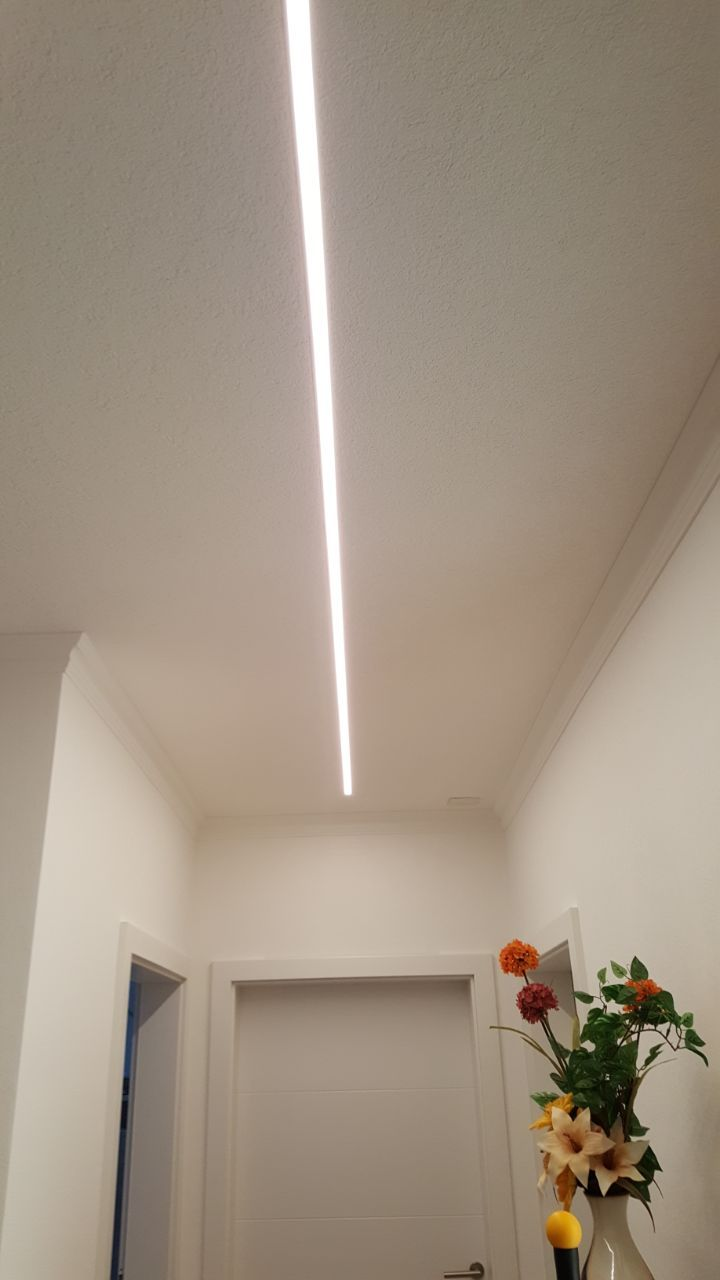 Led Strip Beleuchtung Im Flur Streifenbeleuchtung Led Beleuchtung Wohnzimmer Beleuchtung
