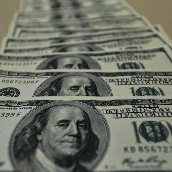 BC vende hoje até US$ 3 bi para tentar conter alta do dólar