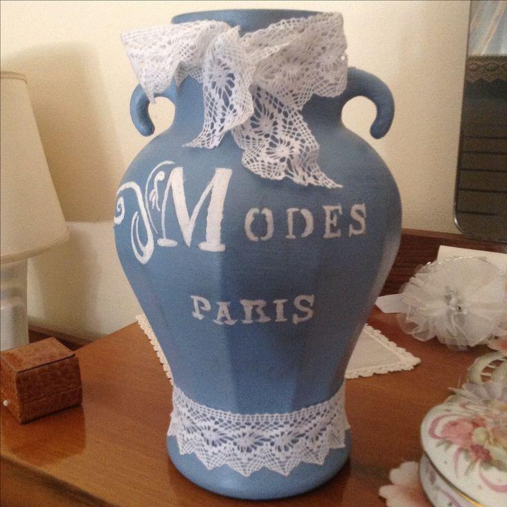 Vaso in Vintage Paint Dusty Blue, stencil VP ma dipinta a mano Warm  Latte e pizzo pesante bianco