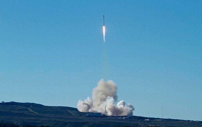 Sputnik Türkiye ///  SpaceX ilk kez ABD ordusu için casus uydu fırlattı