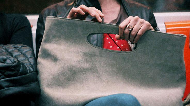 Un nuovo modo di concepire la borsa: design, eleganza e praticità a servizio delle donne. Blentogether il brand di Elena Lera creato per le donne.