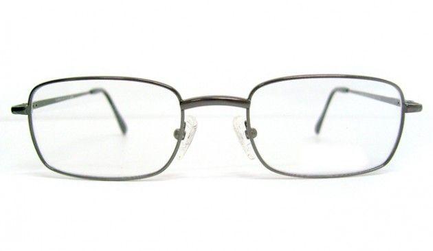 Gözlüğünüzün vidası çok çabuk çıkıyorsa vidayı takmadan önce, vidanın gireceği deliğe renksiz oje damlatın. Vidayı öyle takın.