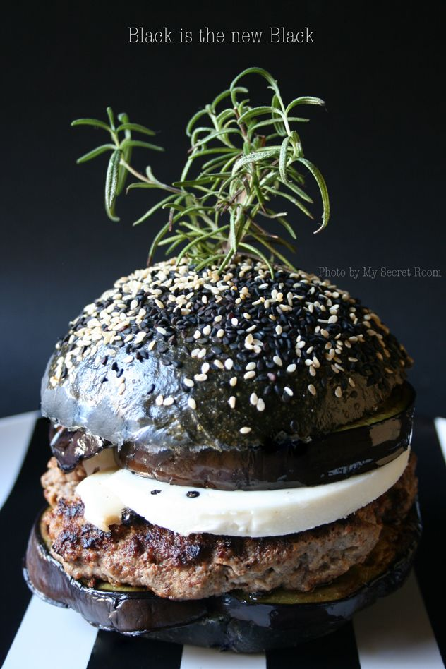 RICETTA SU - RECIPE ON http://www.mysecretroom.it/black-burger-buns/