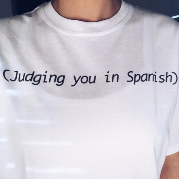 Judging You in Spanish Letters Graphic Cotton Casual Loose T-shirt - Lupsona
