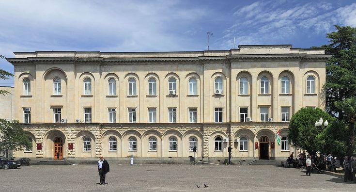 2014 Suchum, Siedziba rządu i prezydenta Republiki Abchazji (01) - Suchumi – Wikipedie