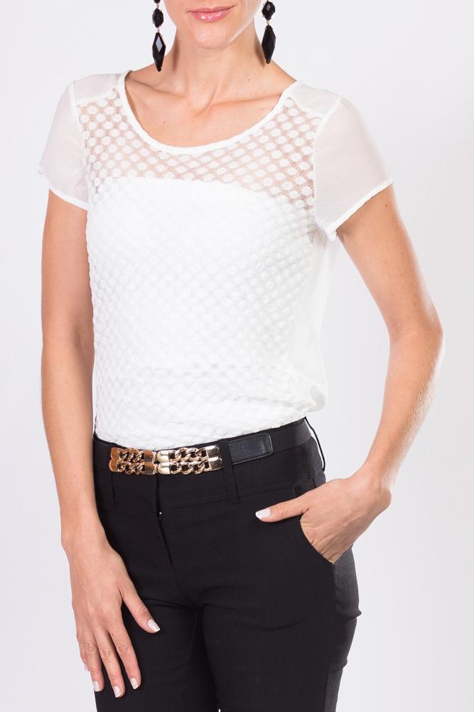 Disfruta de esta moderna blusa blanca que puedes combinar con tu pantalón favorito.