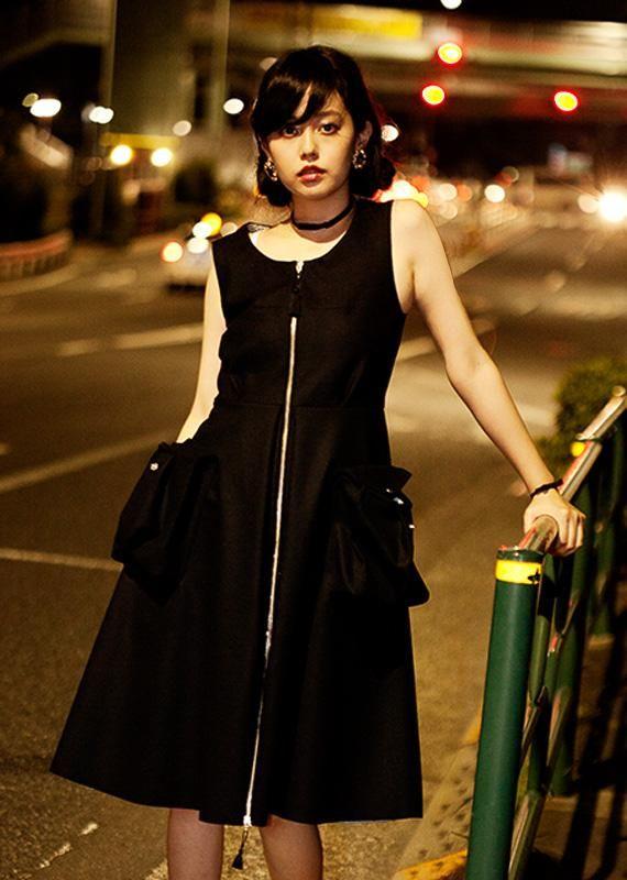 """""""大人になろうとする少女の、儚さと輝き""""を提案する新ブランド「chiral(キラル)」のデビューコレクション http://www.fashionsnap.com/collection/chiral/2015ss/… イメージモデルは青柳文子"""