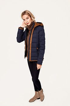 Stay warm and chic this holiday in Lolë's GLADIS JACKET! #PufferJacket #WinterCoat #LoleWomen #BornInMTL
