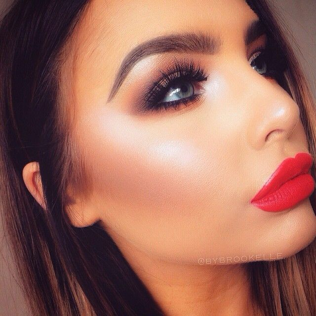 Smokey eye red lip