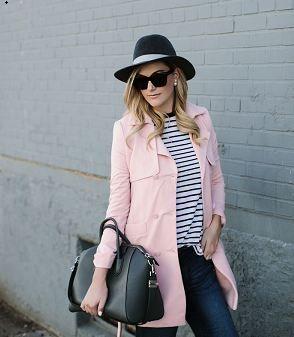ピンクのトレンチコート着こなしコーデ