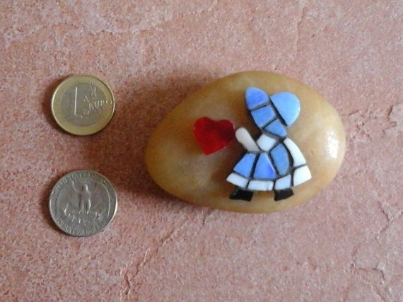 Paperweight micro mosaic Sunbonnet Sue with heart di Crazy4Mosaics