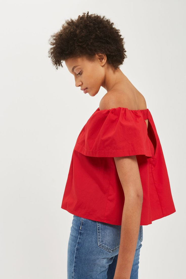 Let your shoulders steal the show this season with this poplin bardot top in red. Pair with straight leg jeans for a go-to everyday look.