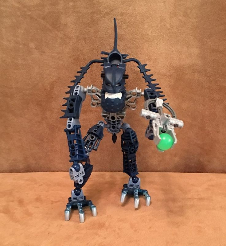 8902 Lego Bionicle Piraka Vezok Complete blue action figure