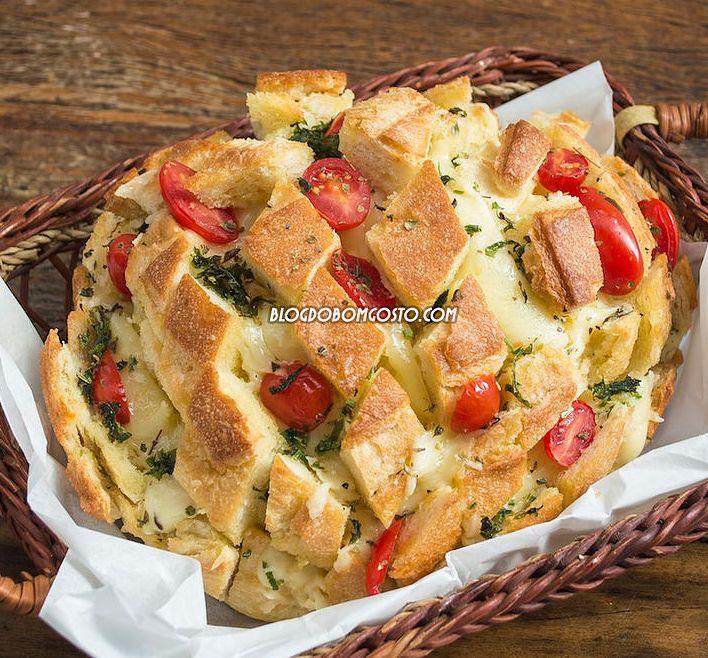 Imperdível! Confira o prático 'Pão Italiano Recheado de 15 Minutos'! Ele é ideal para quem busca um petisco rápido para servir para os amigos. O segredo está em comprar o pão já pronto! Depois, você só precisa cortar e rechear com o que quiser! Por fim, coloque no forno, espere derreter e bom apetite!