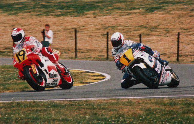 6467db6502f5166e4e120659dc7cd1aa--moto-gp-racing.jpg