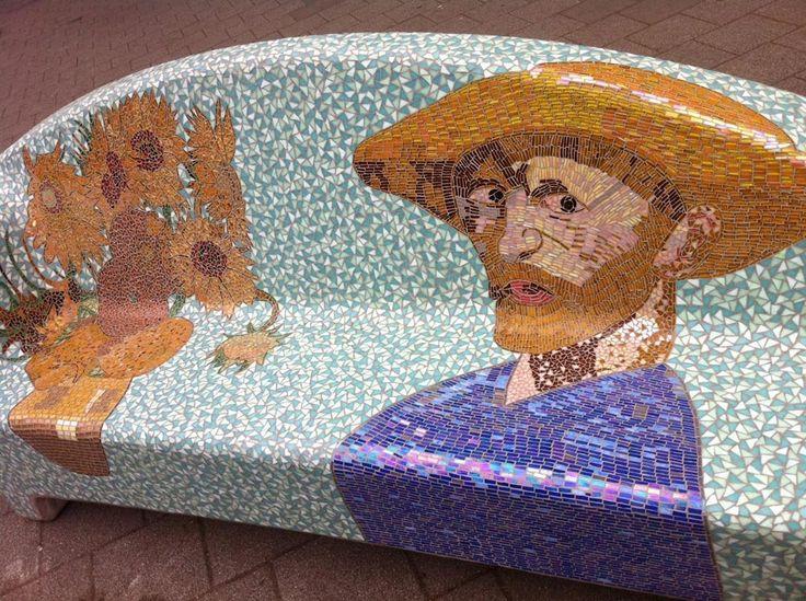 Social-Sofa-Vincent-van-Gogh. Tilbug Holland