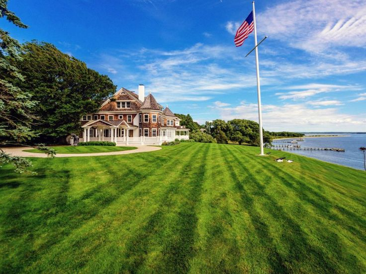 17 photos that show why wealthy homebuyers are ditching the Hamptons for this laid-back island destination - If you're looking for a quiet seaside destination to summer in, Shelter Island might be just the ticket.  This 8,000-acre island sandwiched between the North and South Forks of Long Island has long been known as the Hamptons' quieter sibling. It's stayed this way mainly because it's only accessible by ferry.   Local real estate broker Jonathan Smith of Sotheby's says that Shelter…