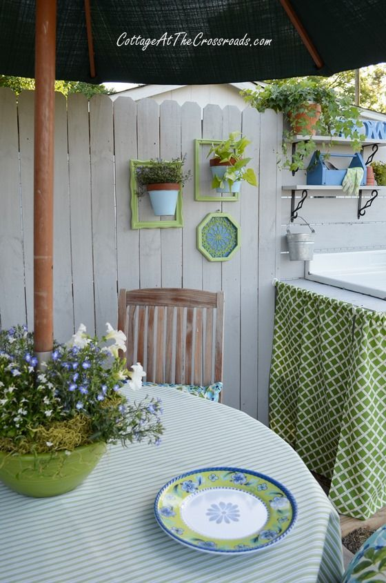 Outdoor Dining Area in the Garden - Cottage at the Crossroads