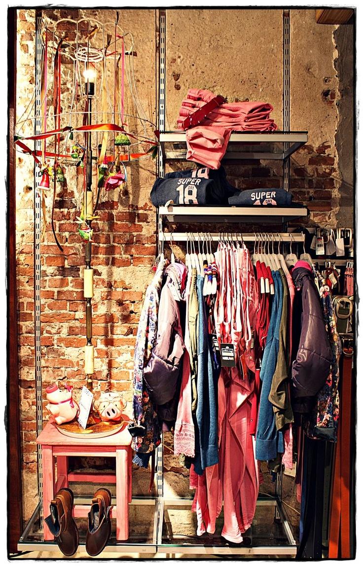 Think pink! Deze roze skinny jeans is van G-star en zit- door de zachte kwaliteit van dit doek- als gegoten. www.elingamode.nl