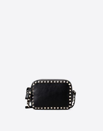 Are you looking for Valentino Garavani Rockstud Cross Body Bag? Find out all the details at Valentino Online Boutique and shop designer icons to wear.
