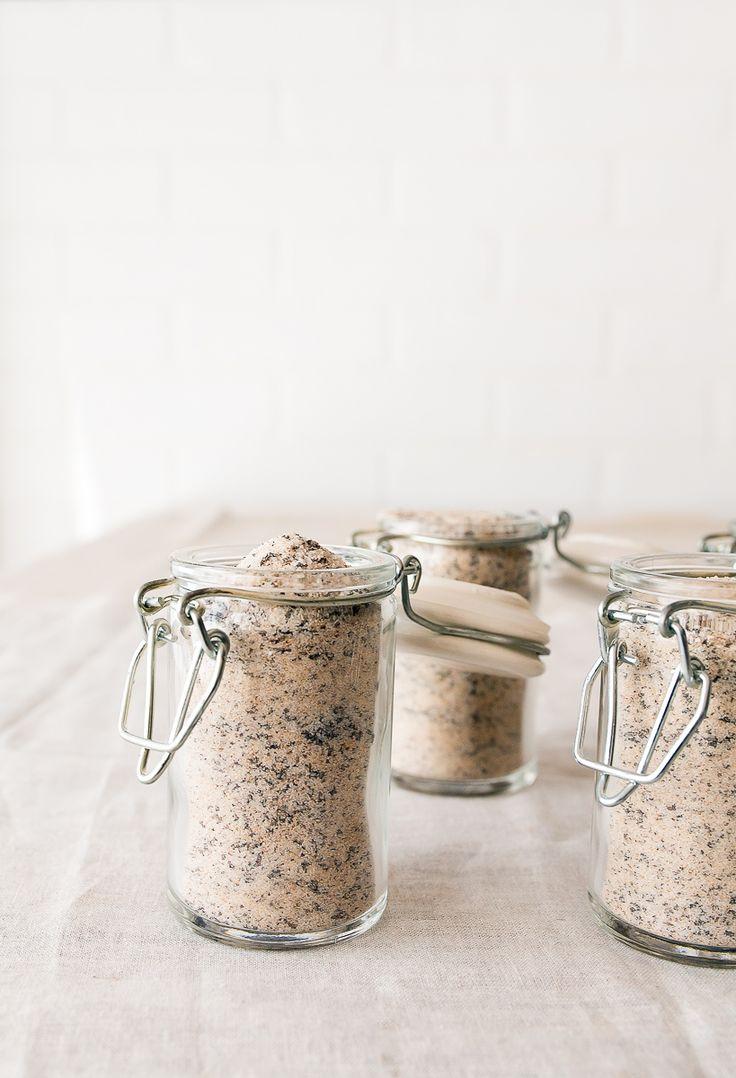 Homemade food gift: chai sugar in jars