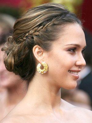 おしゃれヘアスタイルの参考にしたい海外セレブはジェシカ・アルバ!編み込んだ髪を後ろで結わえるだけ!上品な髪型・カット・アレンジ♪