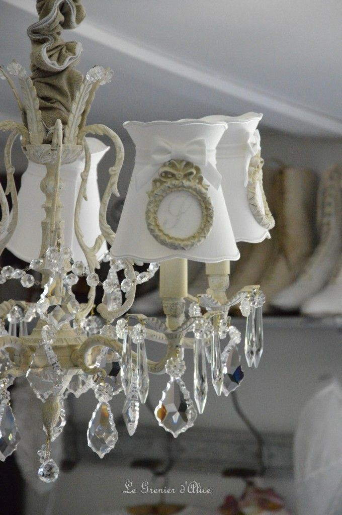 17 best id es propos de lustre shabby chic sur pinterest lustre ancien luminaires d 39 poque. Black Bedroom Furniture Sets. Home Design Ideas
