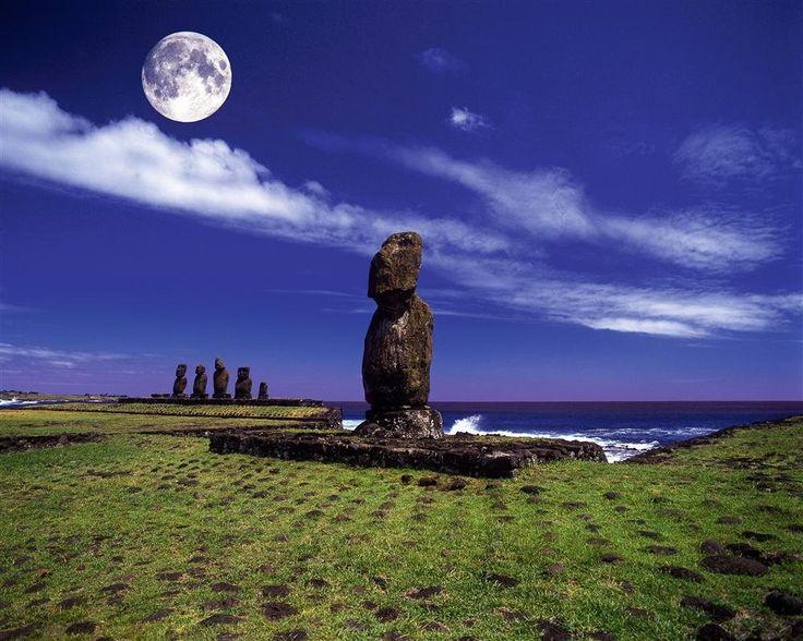 Isla de Pascua · National Geographic en español. · Grandes Viajes. Ahu Tahai  Las estatuas de este conjunto de santuarios miran hacia tierra. Se localiza cerca de Hanga Roa.