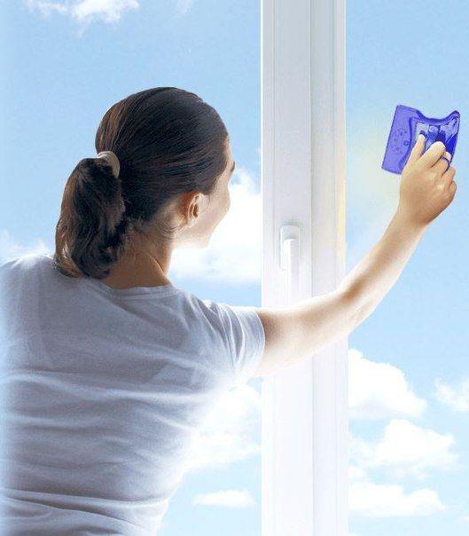 Window Wizard - это действительно удобная щетка. С ее помощью окно моется сразу с двух сторон. И при этом человеку не нужно вылезать из окна, выполнять сложные движения, высовываясь на улицу. Просто мойте с внутренней стороны, а с внешней помоет вторая часть щетки!