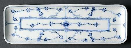 royal_copenhagen_blue_fluted_plain_10_rectangular_narrow_tray_P0000080218S0449T2.jpg (450×166)