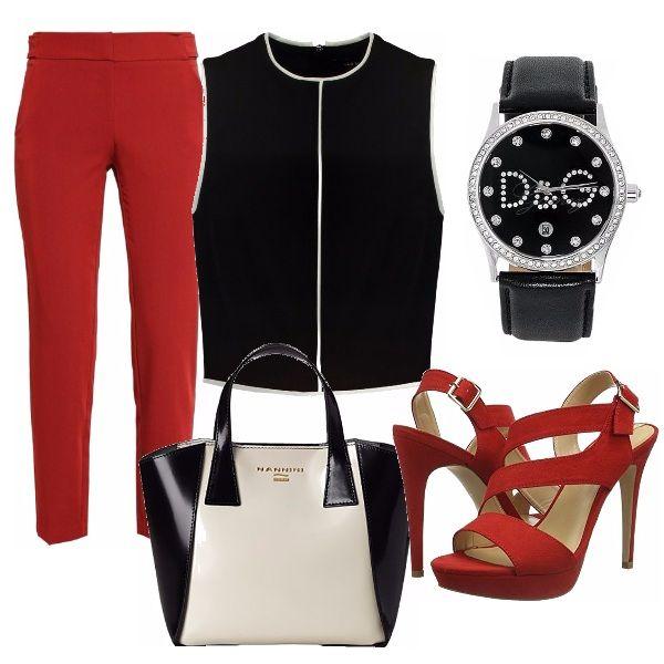 Outfit grintoso dai colori decisi. Pantalone rosso abbinato ad un top nero…