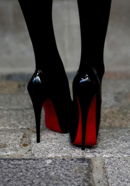 Super high = highly sexy! (via Rose the Londoner - her actual feet? #AnInspiration): Fashion Shoes, Redbottom, Christian Louboutin Shoes, Black Shoes, Black Heels, High Heels, Black Tights, Red Bottom, Christianlouboutin