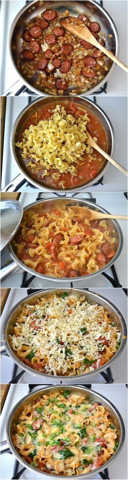 Salchicha Cremoso y espinacas Pasta Skillet