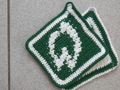 Centi bastelt: gehäkelte Werder-Topflappen