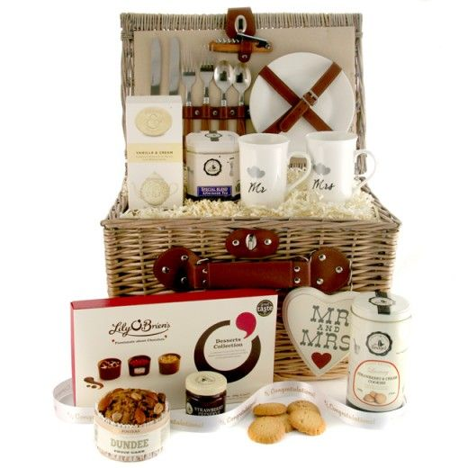 Beautiful and romantic wedding gift.... perfect for the new Mr and Mrs this Wedding Gift Hamper includes a selection of luxury food and keepsake gifts to enjoy...