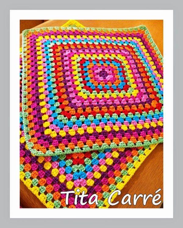QuadradoSquare Multicolorido para uma almofada