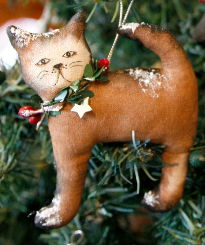 A handpainted Christmas cat by TheChristmasDen on Etsy