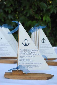 Una invitación en forma de barco para las bodas en la playa