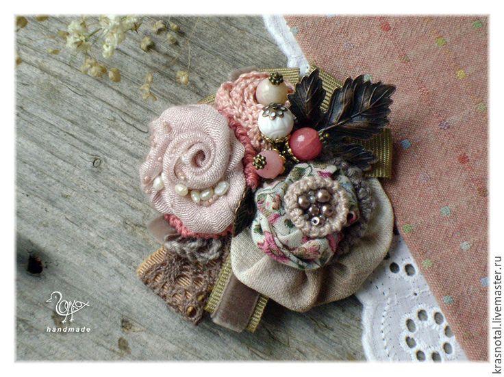 """Купить Брошь с цветами пыльно-розовая """"Лесные розы"""" - розовый, пыльно-розовый, бледно-розовый"""