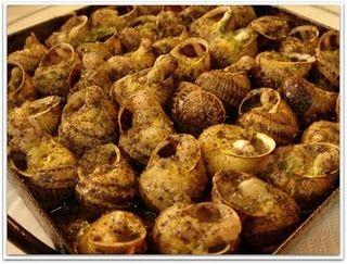 Ingredientes:     Caracoles (de la especie bobé, moro o burgao...Técnicamente Helix Aspersa)   Sal   Pimentón dulce   Pimienta negra...