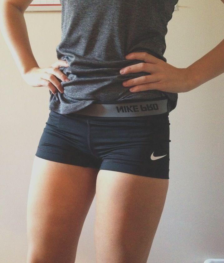 Yo quiero Nike spandex. Cuesta trenta y cinco dólares.
