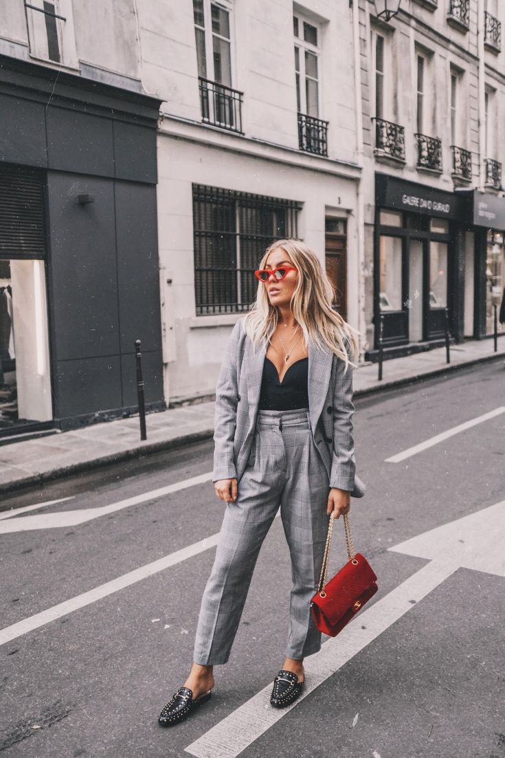 Nothing better than a chic suit for work. This check suit for women is perfect to wear to as professional work outfit but can also be dressed down to wear this causal suit for women