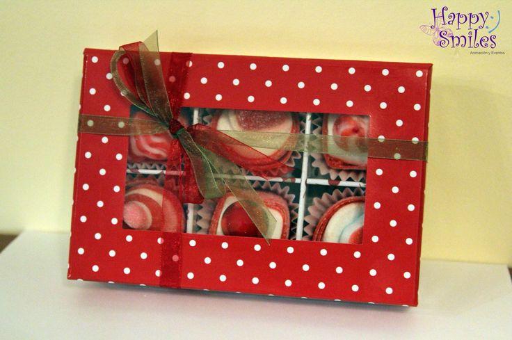 Os presentamos nuestros Chuches-Cake!  Caja con separadores + 6 Chuches-Cake + Decoración y Tarjeta personalizada = 7,50 € (Gastos de envío en Salamanca incluidos, fuera de Salamanca 5,00 €)  Tamaño: 18 cm x 12 cm