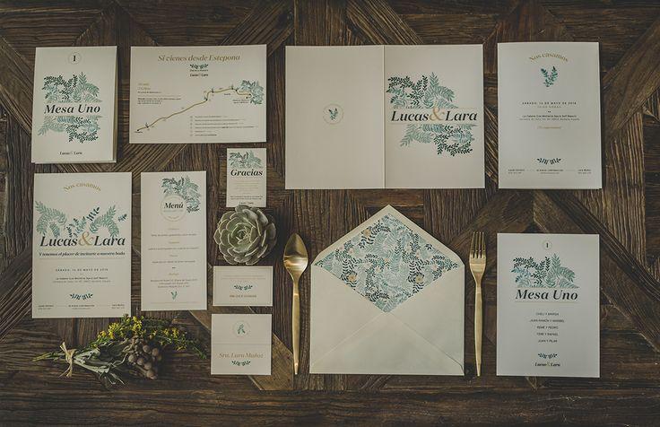 La primera colección de #papeleríadebodas de Loveratory sabe a mar, al rumor de las olas dentro de una caracola, a los rayos de sol al atardecer sobre el Mediterráneo. Refrescante, serena y elegante, así es 'A mar sabe el amor' #invitacionesdeboda #meserosdeboda #brandingdeboda #weddingstationery #bodas2016 #greenwedding #ecowedding #seawedding #bridaltrends #weddingtrends #paperslovers #diseño #weddingdesing