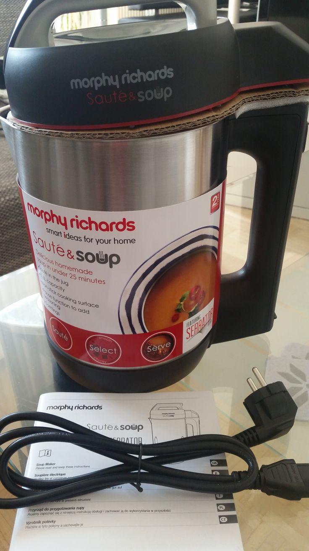 Geschrieben von Angela Heute dürfen wir euch von Morphy Richards, den Suppenbereiter, vorstellen. Eine Suppe für 4 Personen in nur 28 Minuten Garzeit? Mit ca. 5- 15 Minuten Zubereitungszeit? …
