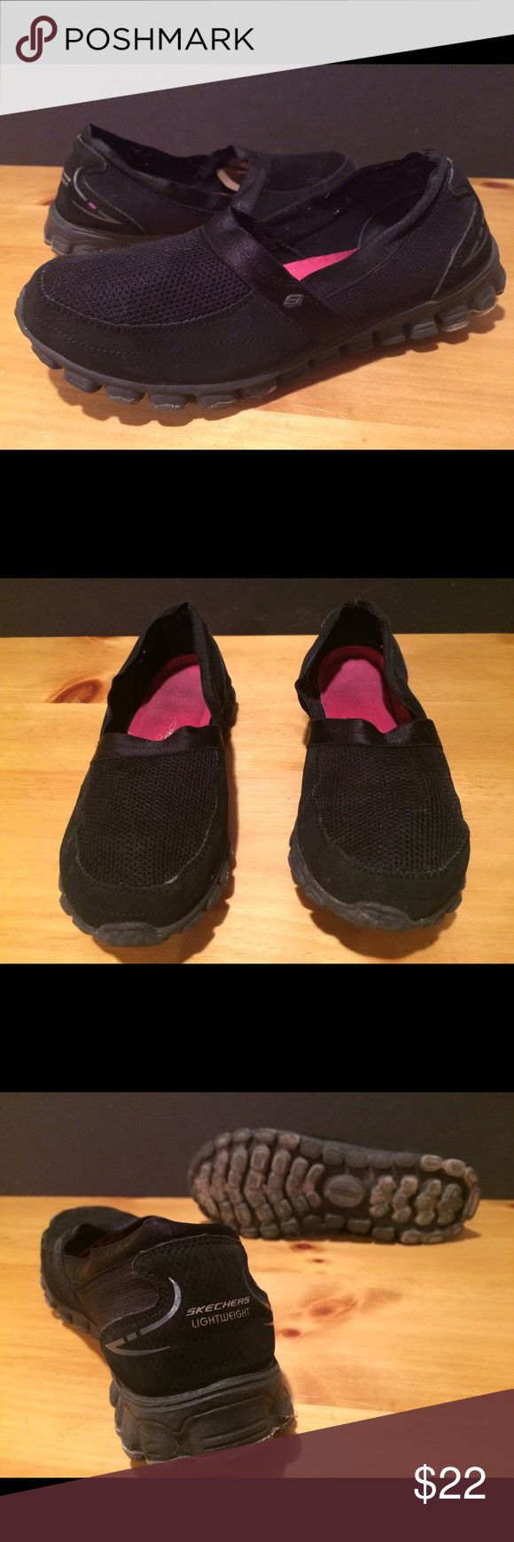 Women's Size 6 Black Skechers Slip On Shoes Women's size 6 black Skechers slip on shoes. See photos and please message with any questions! :) Skechers Shoes Sneakers
